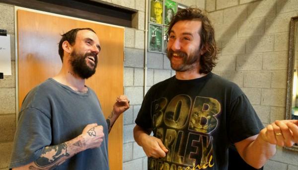 Joe und Marc von den IDLES